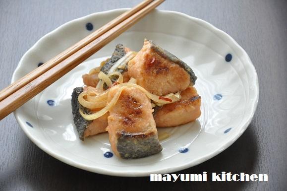 ポン酢しょうゆを使って超簡単!鮭のストックおかず『鮭の南蛮漬け』