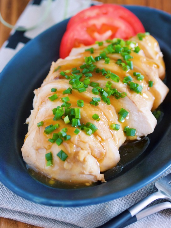 8分煮るだけ♪めんポンでラクラク♪『柔らか鶏むね肉のさっぱりチャーシュー』