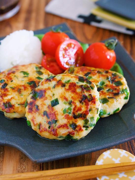感動のふわふわ食感♪旨味もコクもましまし♪『鶏むね肉 de ニラ味噌チーズつくね』