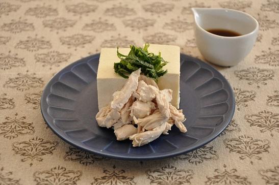 蒸し汁もちゃーんと活用♡蒸し鶏の温やっこ