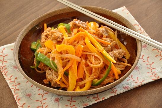 1人分120円調理時間10分ストックおかず♡春雨と野菜のピリ辛炒め
