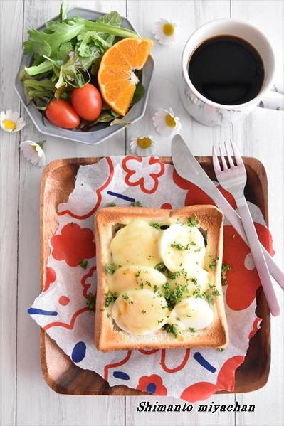 朝から贅沢気分を味わえる!ほうれん草とゆで卵のグラタントースト