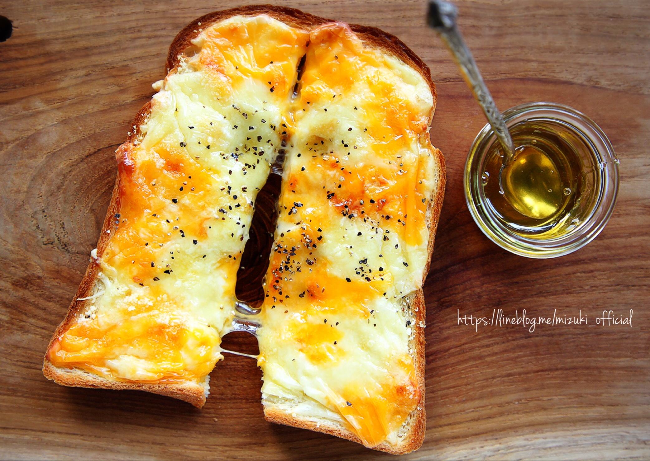 ♡チーズ好きさんに捧ぐ♡クアトロチーズトースト♡【#簡単#朝食#ランチ#食パン#アレンジトースト】