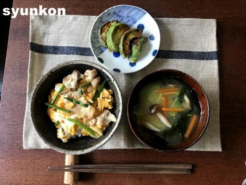 免許の更新と、とろとろ豚玉だし丼、野菜とワカメの味噌汁で朝ごはん