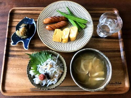 久しぶりの次女ナミの話と、夏野菜と卵焼き、しらす梅ごはんとお味噌汁で朝ごはん