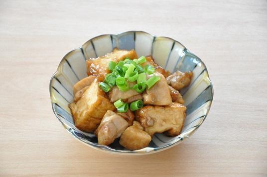 鶏肉をちょい足しで旨味アップ!厚揚げの照り焼き