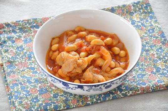 トマトの酸味と優しい甘みが食欲そそる♪鶏肉と玉ねぎのトマト煮