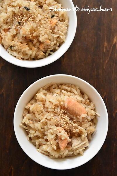 鮭缶とエノキのバター醤油炊き込みご飯