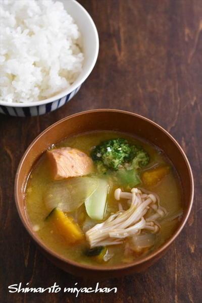 鮭缶とかぼちゃの味噌汁
