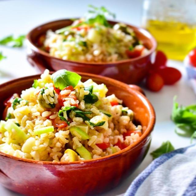 さっぱり味で食べやすい♪「玄米のライスサラダ」おすすめレシピ