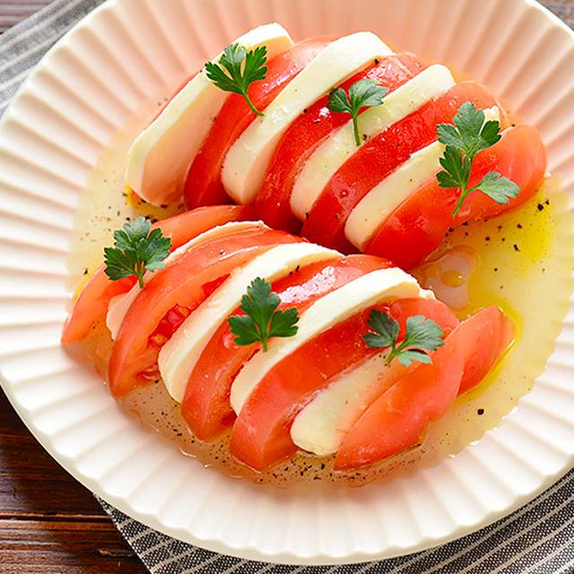 おうち飲みにおすすめ!モッツァレラチーズのサラダ