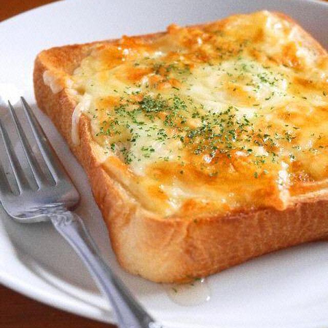 甘じょっぱさがクセになる!「はちみつチーズトースト」でしあわせ朝ごはん