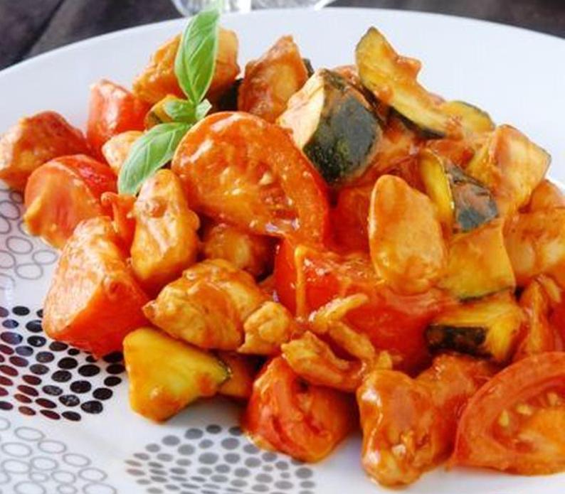 夏のメイン料理に◎さっぱりコクうま「トマト炒め」