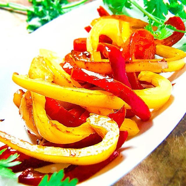 彩り鮮やか!「パプリカ」を使ったエスニック風レシピ