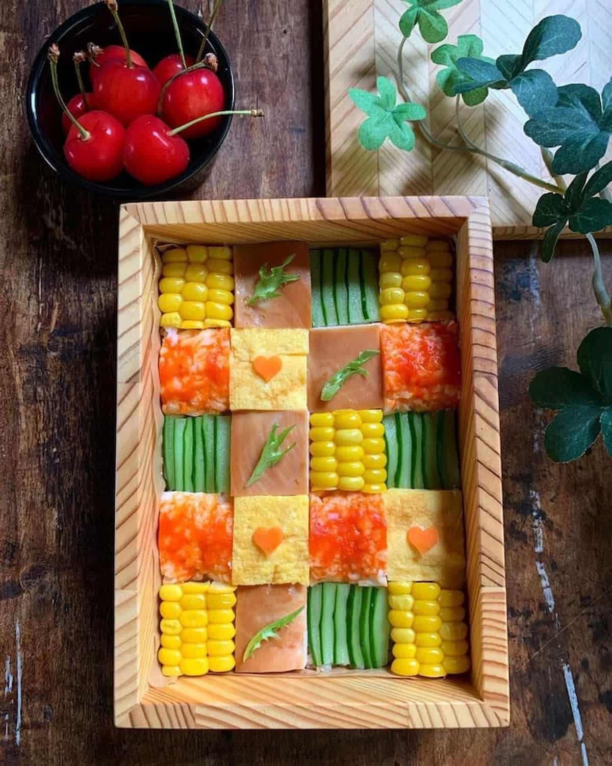 色とりどりで楽しい♪旬の夏野菜を取り入れた「#モザイク弁当」5選