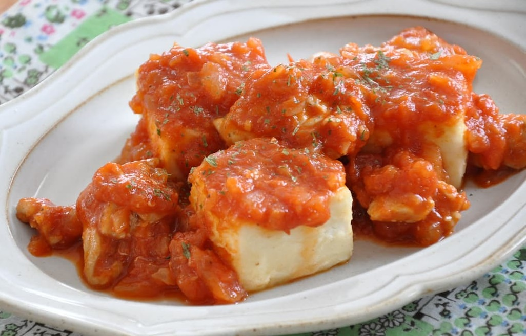 ストックがあると便利!「チキンのトマト煮」の基本の作り方と簡単アレンジ