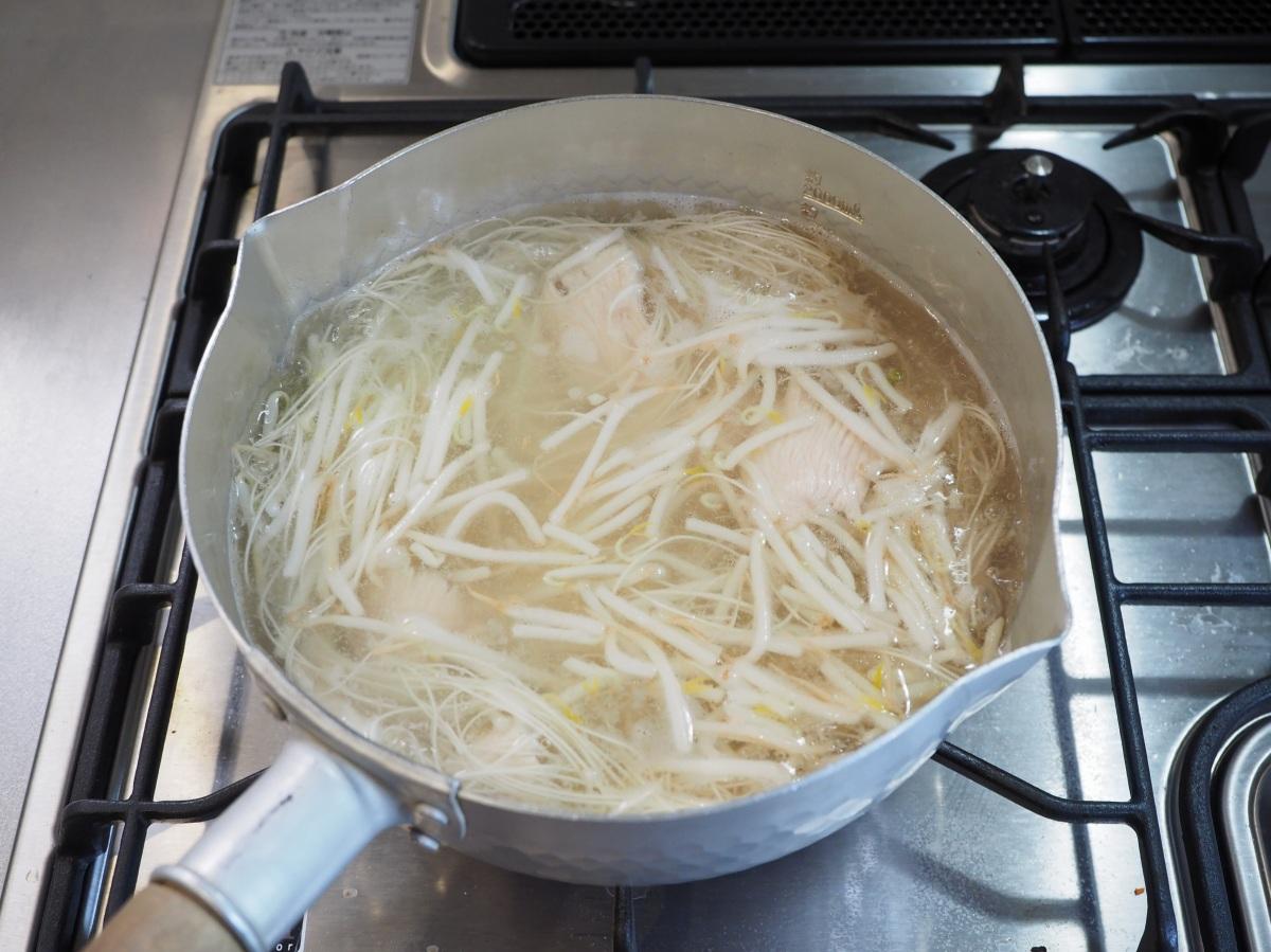 鶏むね肉ともやしの冷製スープそうめん