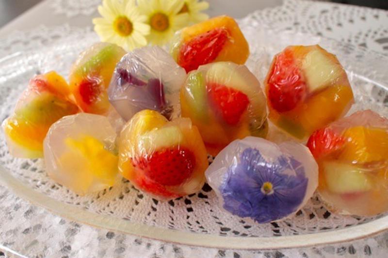 見た目も涼しげ♪暑い日のおやつに「フルーツ寒天」がぴったりです!