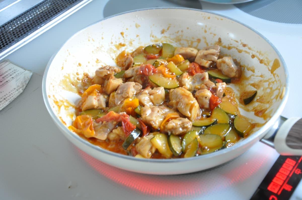 チキンとミニトマトの炒め煮