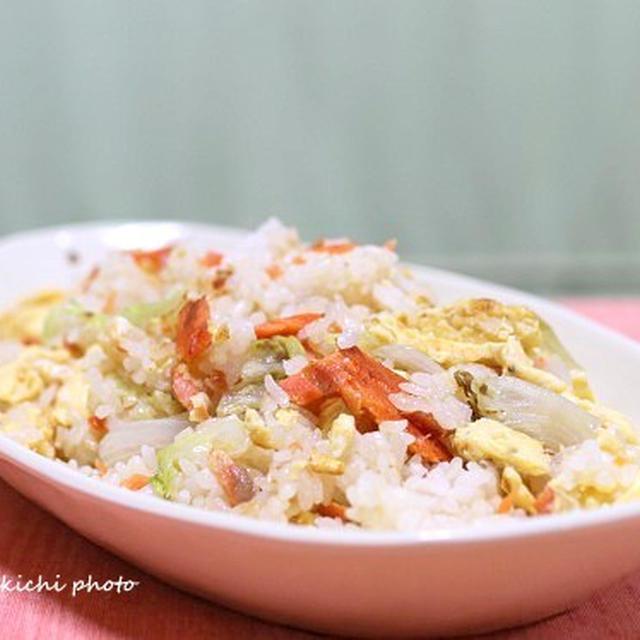 塩鮭で味付け間違いなし♪ランチに作りたい「チャーハン」レシピ