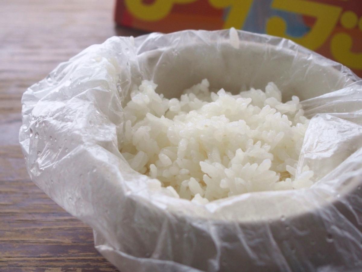 防災の日に覚えておきたい、ポリ袋とカセットコンロでおいしいご飯を炊く方法