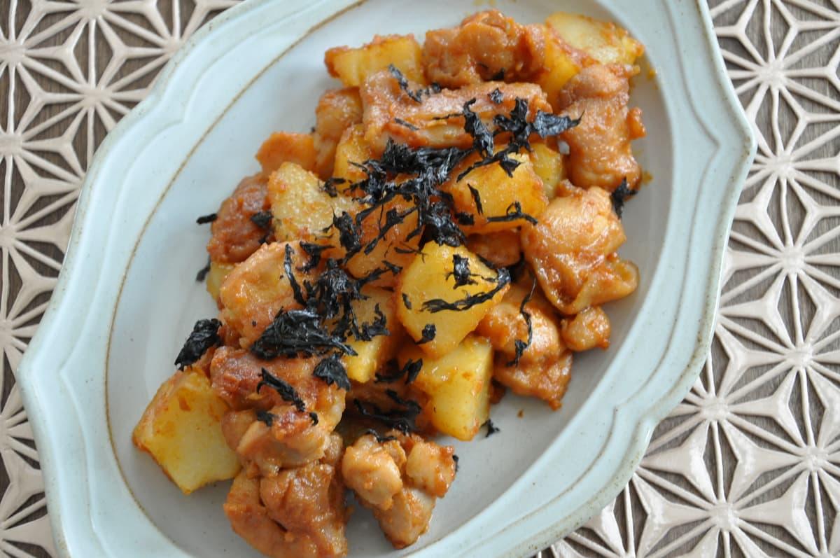 ピリ辛味がやみつきになる!「鶏肉とじゃがいもの韓国風炒め」