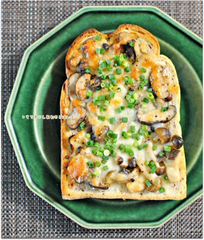 きのこ好きにはたまらない!旨味凝縮「きのこたっぷりトースト」で満足朝ごはん