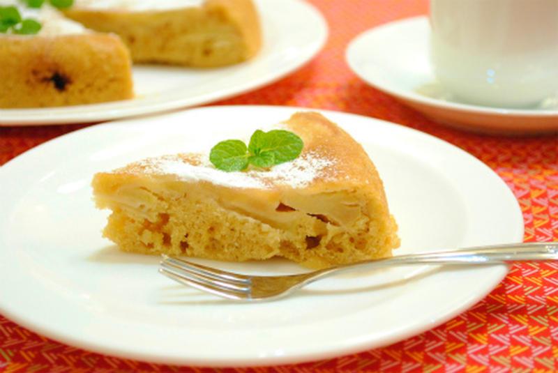 混ぜてスイッチを押せばOK!炊飯器で作れる「りんごケーキ」レシピ