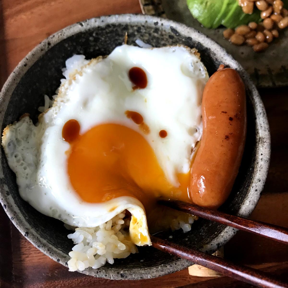 ゆるゆる目玉焼き丼、豚汁、アボカド納豆で朝ごはん/山本ゆり